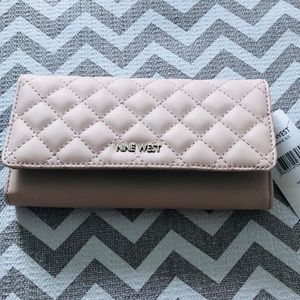 Classy Nine West Wallet, light pink